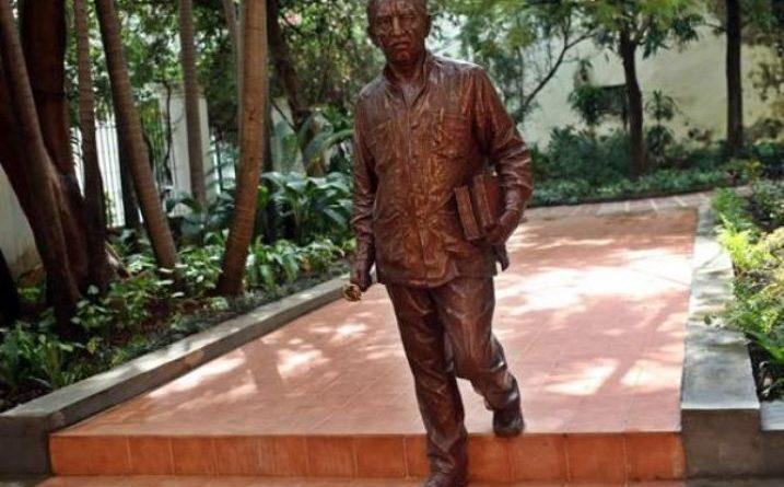 la inauguración de una escultura en La Habana Vieja