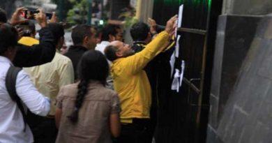 Diputados opositores protestaron