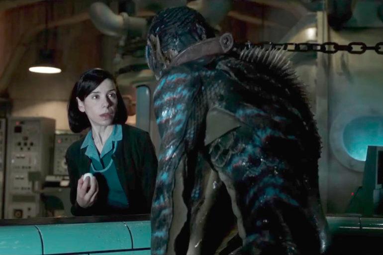 Eliza comienza a sentir simpatía por este extraño ser y tiene lugar una inusual conexión entre los dos.