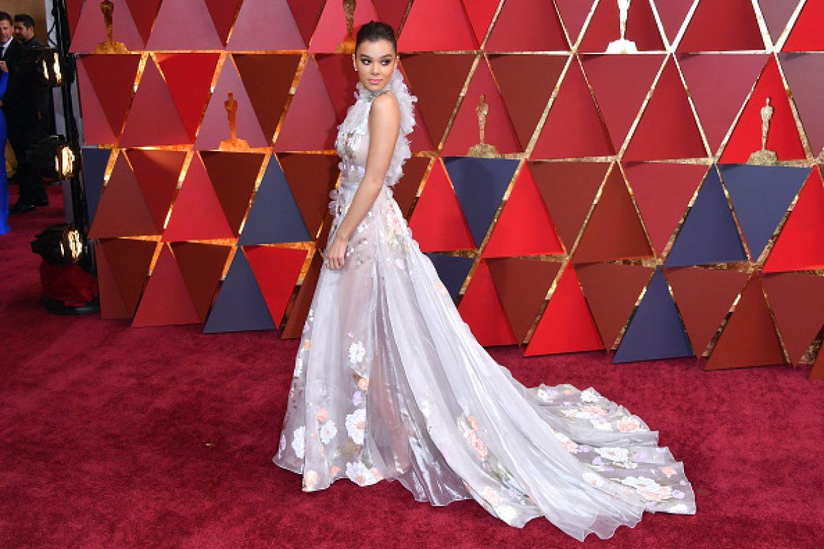 Casi siempre son diseños personalizados, trajes diseñados a la medida, únicos, los que lucen las esbeltas actrices de Hollywood.