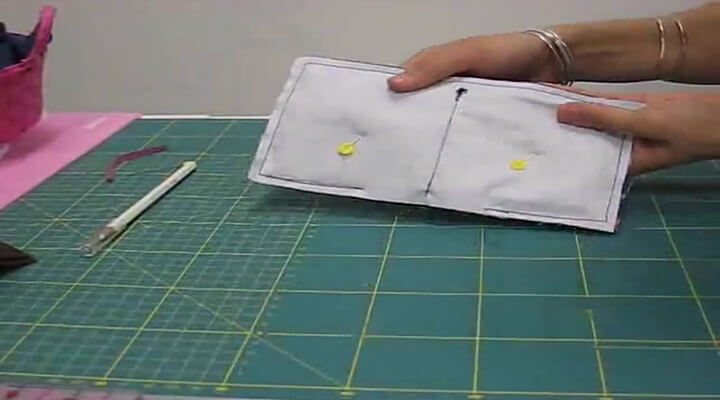 coser los bordes para la cartera guarda agujas