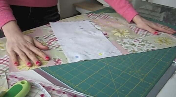 unir con alfileres tela para funda de maquina de coser