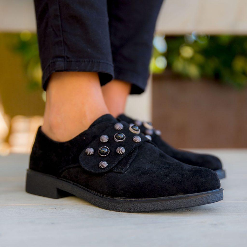 zapatos negros con adornos y sin tacon mujer